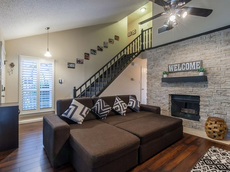 Cute home near DFW Airport, Grapevine Mills & Gaylord Resort, location de vacances à Southlake