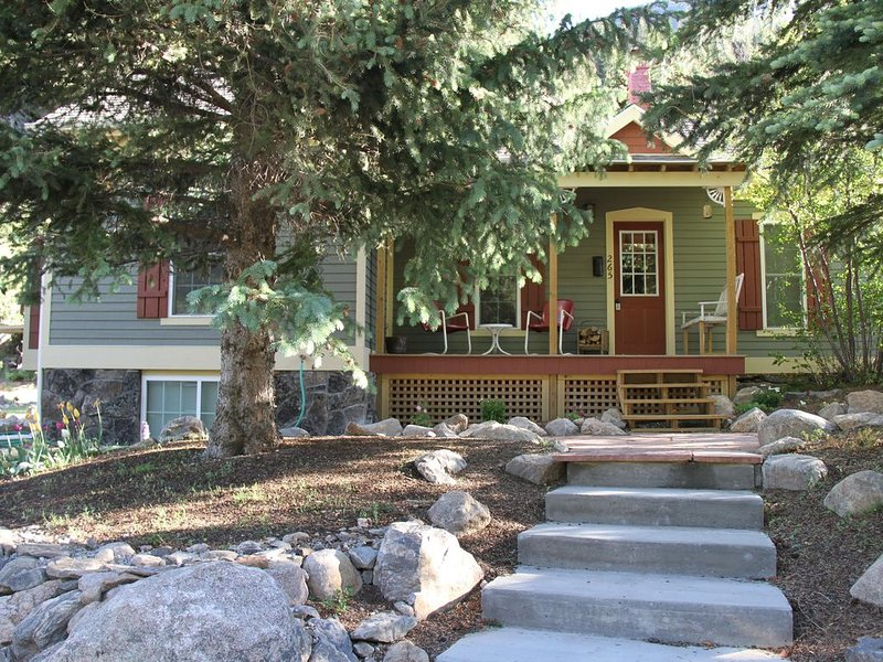 Cozy Cottage in Historic Silver Plume, Ski Pass Included For Entire Stay!, location de vacances à Silver Plume