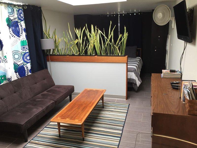 Charming urban habitat near ASU/downtown Tempe from $69/night, alquiler de vacaciones en Tempe