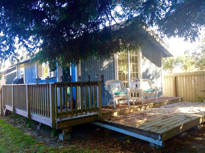 Victorian Village Cottage In The Redwoods! Walk To Downtown Ferndale!, location de vacances à Ferndale