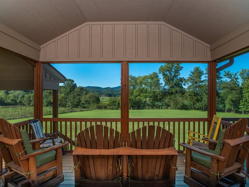 Cherryfield Valley Views are AMAZING!  LIKE BEING ON A FARM, holiday rental in Rosman