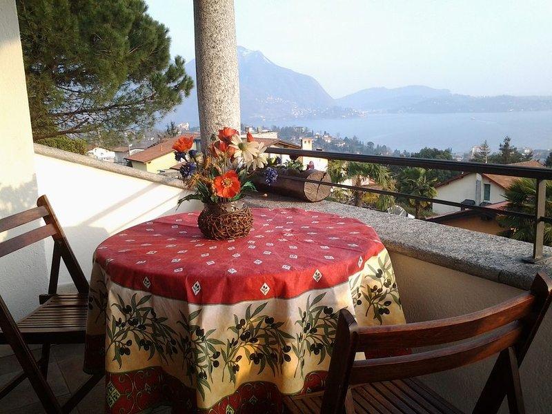 Intimo appartamento con terrazza sul lago, giardino e aria condizionata, vacation rental in Bee