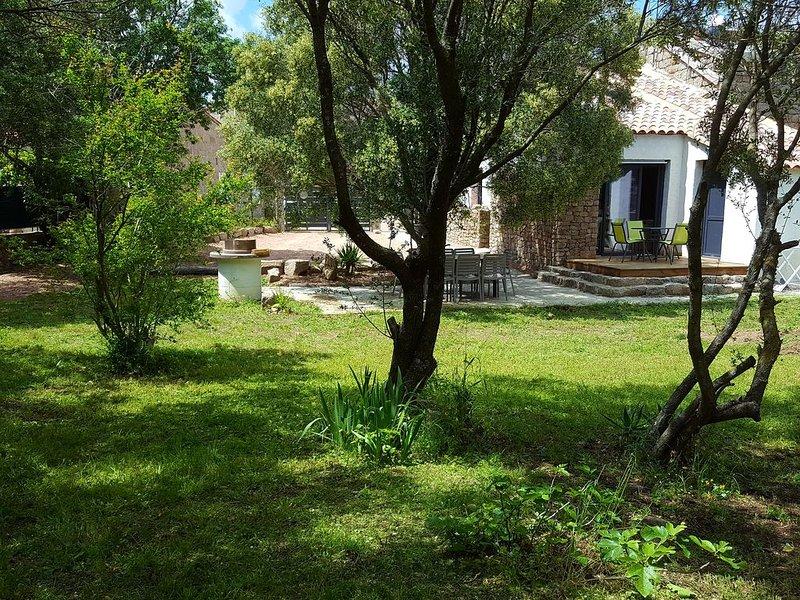 Grande villa neuve entièrement climatisée 4 chambres au calme 4 km de la mer, holiday rental in Pianottoli-Caldarello