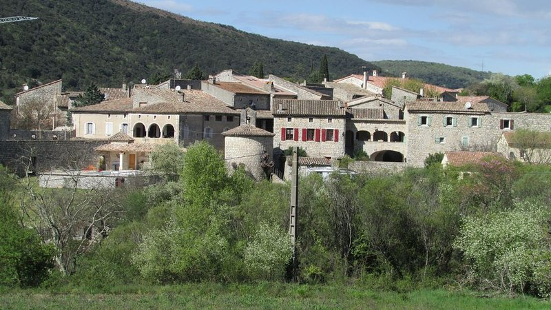 Cottage Babeth: near Vallon Pont d'Arc, 2 bedrooms, living room sofa 2p.  Maxi, holiday rental in Gras
