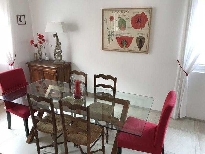Charmant duplex avec terrasse en plein coeur de St Raphaël, vacation rental in Saint-Raphael