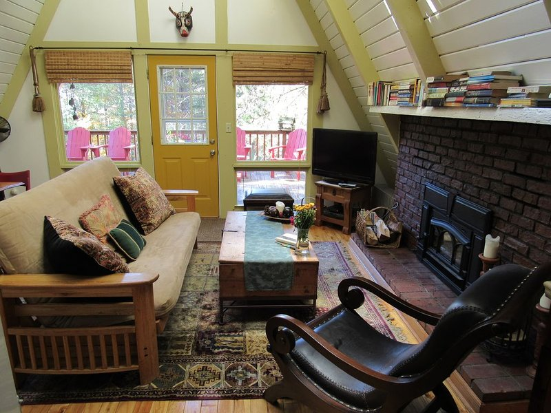 Romance, Year-Round Outdoor Adventure, Whiteface Views, Hot Tub, Fireplace!, holiday rental in Wilmington