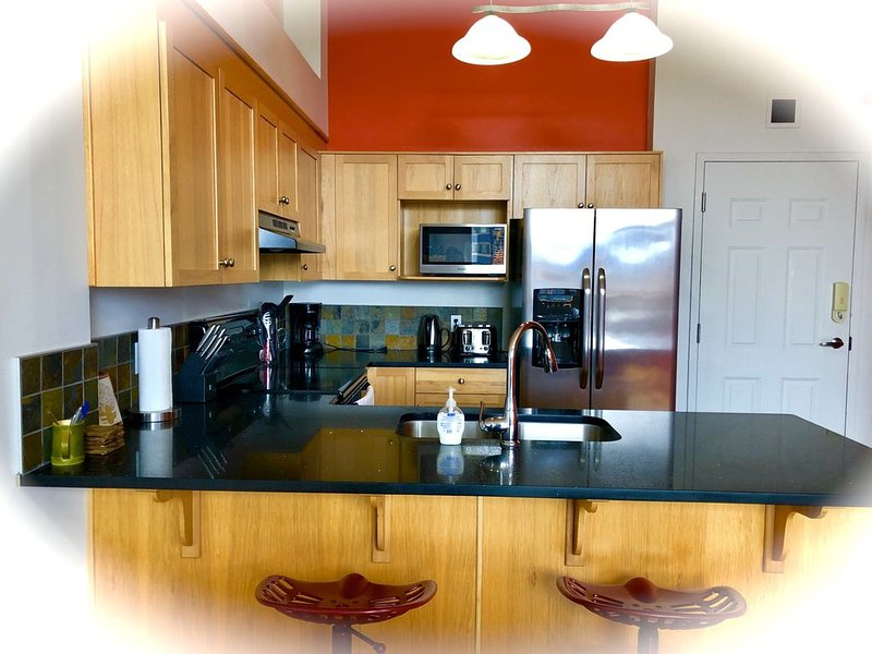 Enjoy Three Sisters * Fully Equipped UV Sanitized 2BR 2BA Loft, holiday rental in Harvie Heights