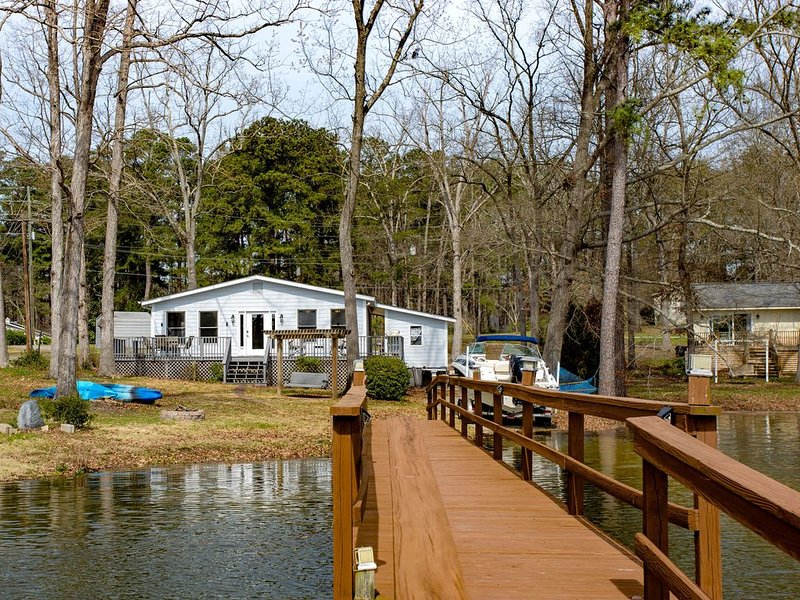 Newly updated Lake Murray home with private dock and boat ramp, location de vacances à Seven Oaks