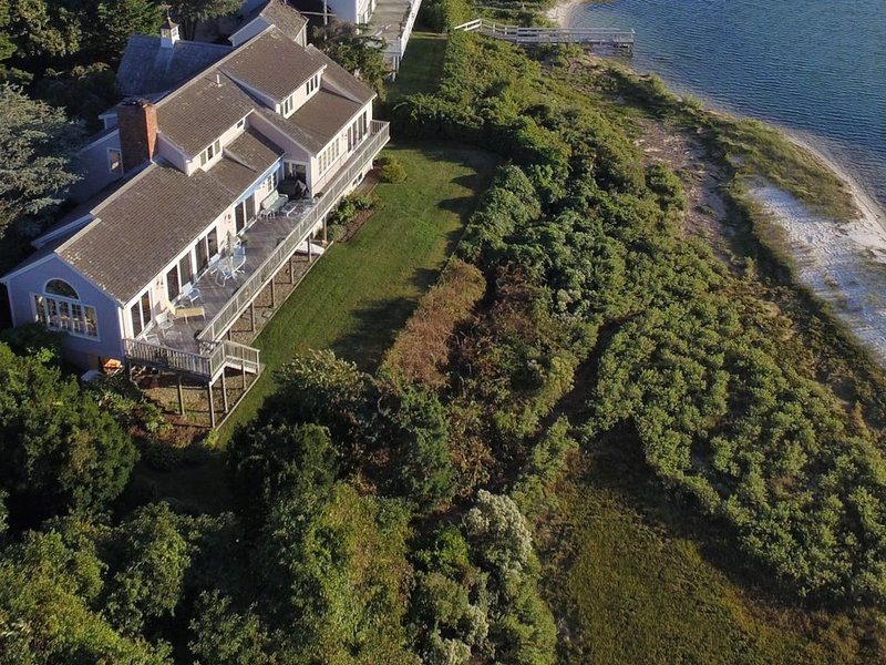 Spectacular Waterfront Cape Cod Home, Oceanfront and Beach,AC,Wifi Deck w Grill!, location de vacances à Mattapoisett