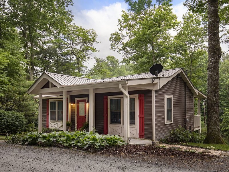 Cozy,Secluded Cottage Mins from Downton Cashiers,Dog Friendly, casa vacanza a Cashiers