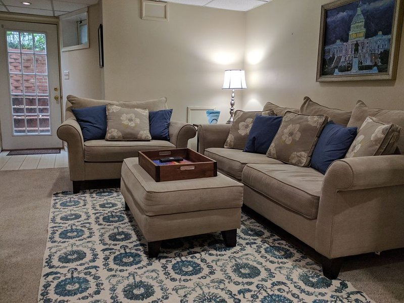 Lovely English basement apartment - Capitol Hill / Eastern Market - NEW LISTING, vacation rental in Washington DC