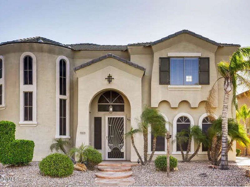 LUXURY GREAT LOCATION LITCHFIELD HOME W/ HEATED POOL, BBQ, & FIREPIT!, vacation rental in Litchfield Park