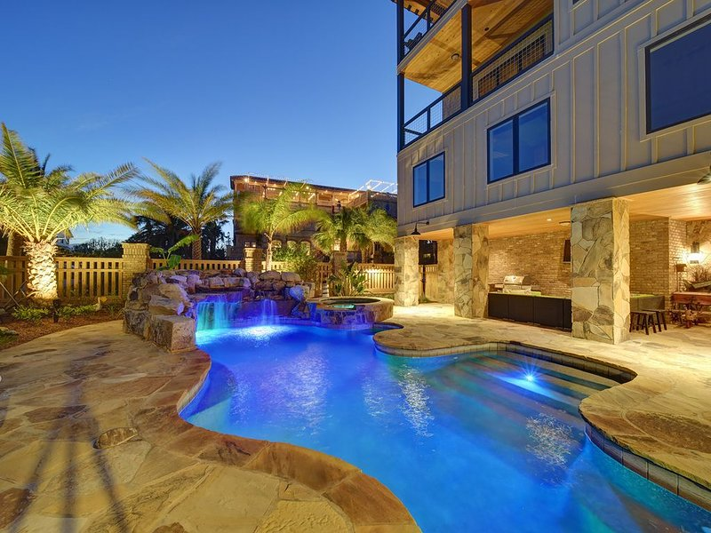 Steps from the Beach....., Private Pool/hot tub, bikes, BBQ grill, fire pit, etc, alquiler de vacaciones en Brunswick