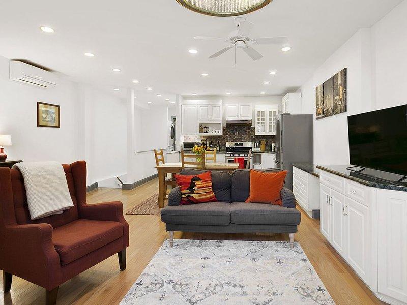2-bedroom in the heart of Upper West Side. Beautiful Townhouse., location de vacances à Guttenberg