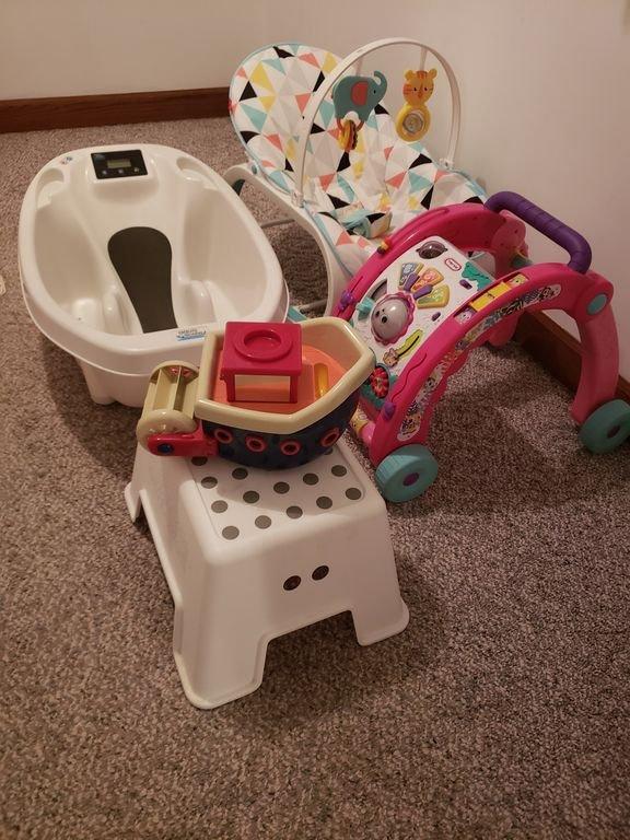 Baby stuff plus pack de jeu et chaise haute pas sur la photo