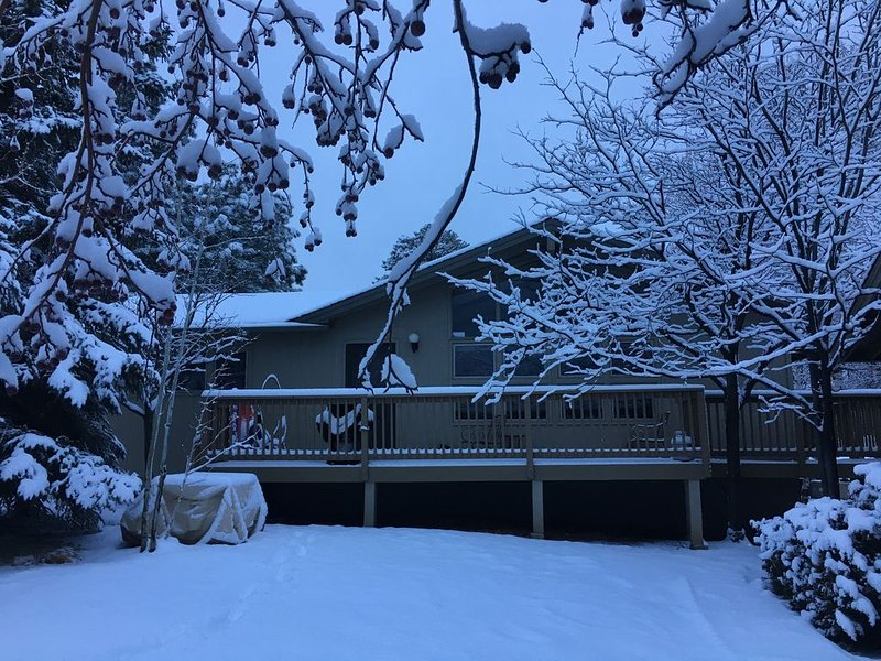 Cozy Cottage Near All Amenities (with Direct TV and free WIFI), location de vacances à Flagstaff