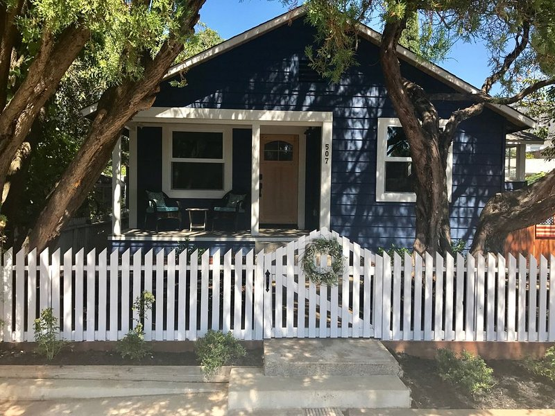 Newly remodeled, adorable 2 bedroom in Historic Folsom!, location de vacances à Roseville