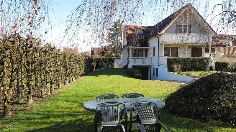 45m2, cosy, indépendant, calme, jardin, à 300m des commerces et gare, location de vacances à Villennes-sur-Seine