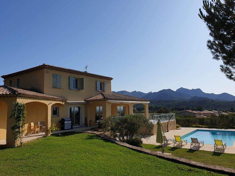 Villa des Baranques, coeur des Alpilles, location de vacances à Eyguières