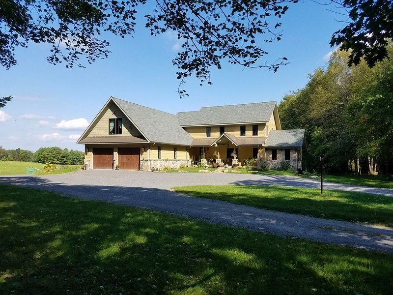 Enchanted Elegance near Deep Creek Lake & Wisp! Fireplace! Meadow & Forest View!, holiday rental in Accident