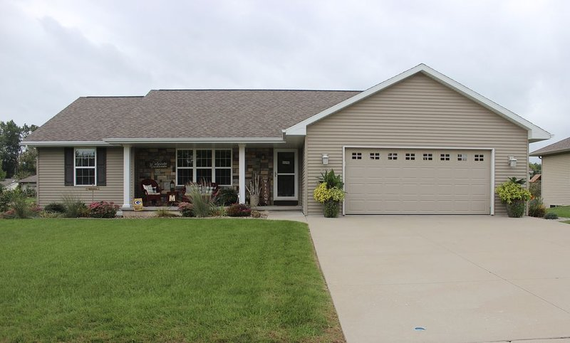 4 Bedroom House.. Great for Packer Games!, casa vacanza a Green Bay