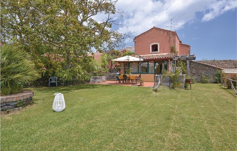 3 Zimmer Unterkunft in Sant'Alfio, holiday rental in Sant'Alfio
