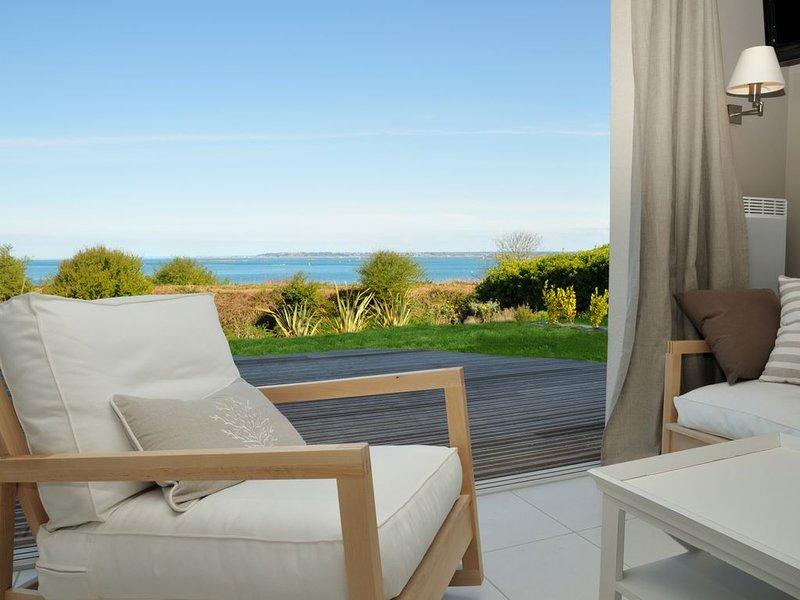 Villa avec vue mer et piscine chauffée, vakantiewoning in Roscoff