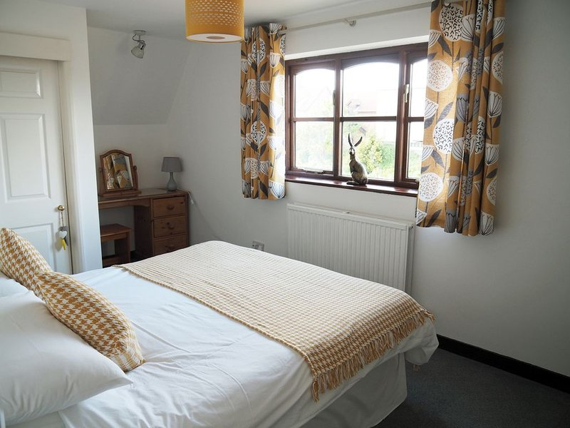 Clive's Cottage with FREE GOLF, holiday rental in Kempston