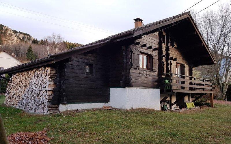 Chalet Traditionnel Montagnard, situé dans le Parc Naturel du Haut-Jura, location de vacances à Bellegarde-sur-Valserine