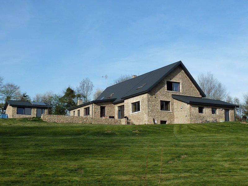 Propriété de 10 Hectars au calme d'une forêt, étang, rivière, piscine, casa vacanza a Crozon-sur-Vauvre