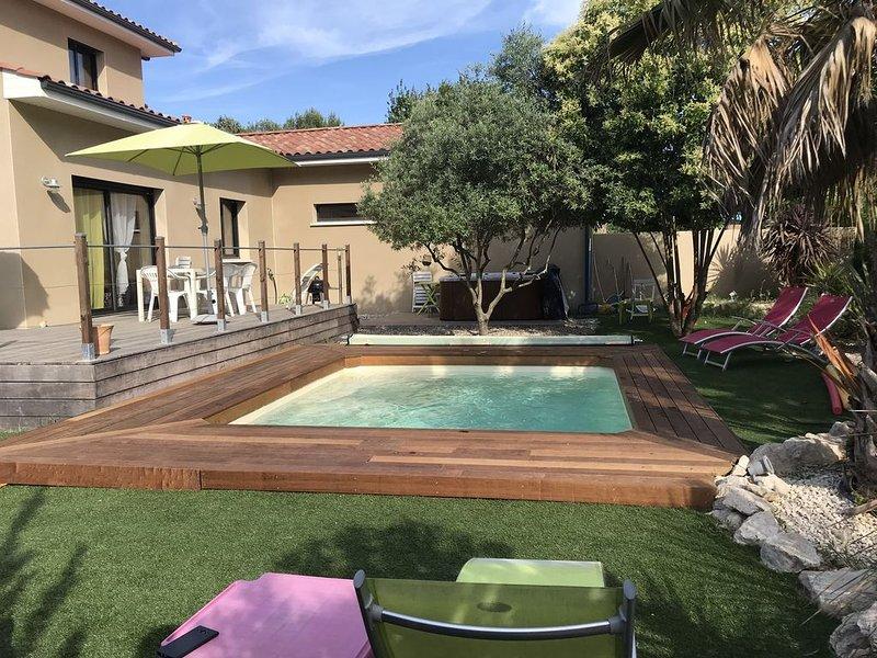 Villa Climatisée, Terrasse, Piscine, Spa, jardin paysagé, Parking privé, calme, aluguéis de temporada em Galargues