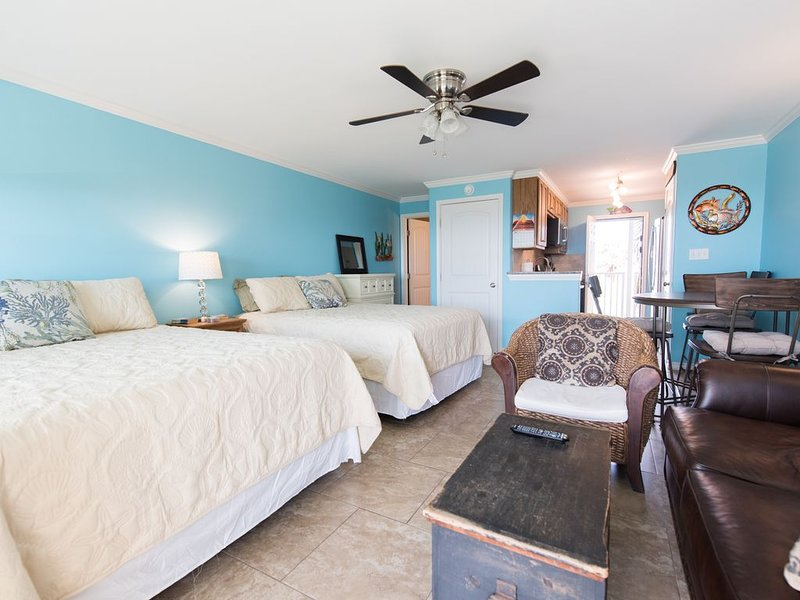 Beach front remodeled condo, great baloncy to view sunrise & sunset!, vacation rental in Port Aransas