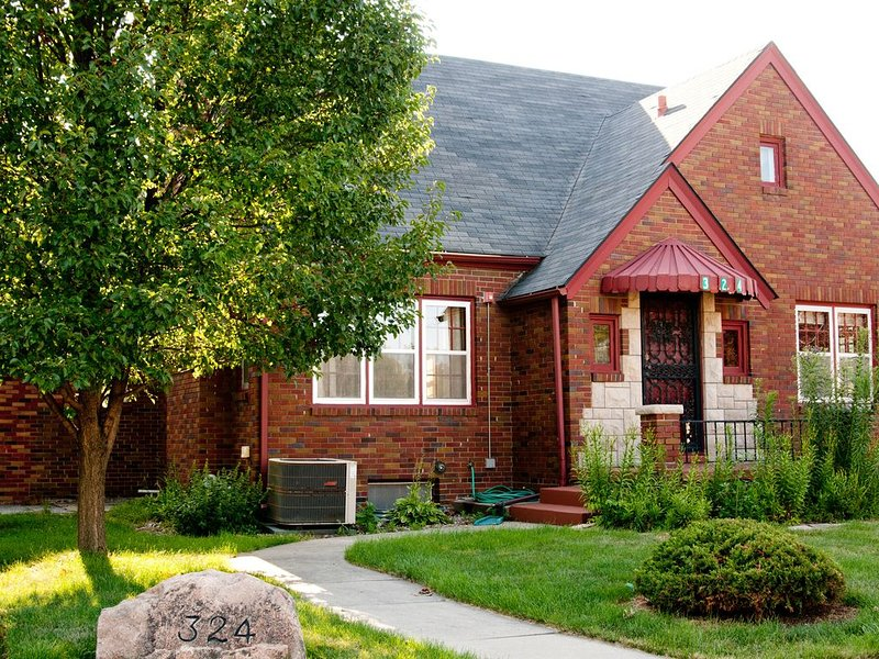 Walnut Place a Charming Home in Historic Valley Junction area of West Des Moines, holiday rental in Indianola