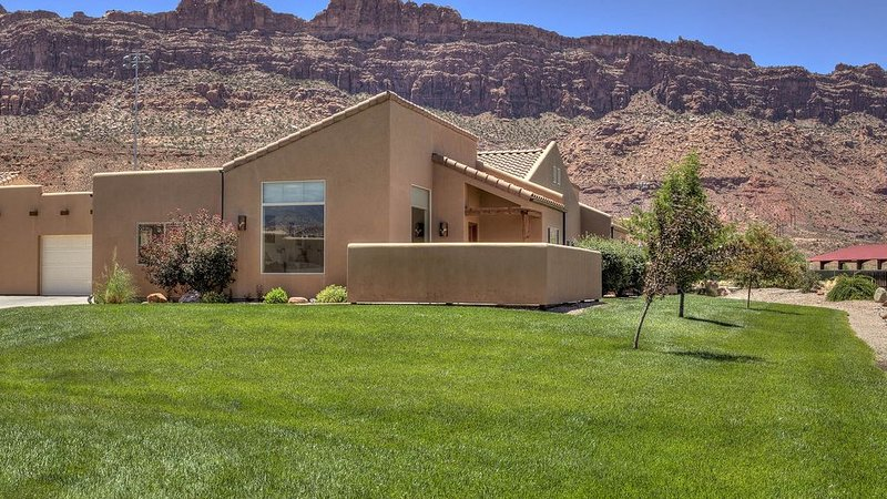 Moab Magic Too! - Rim Village  Great Views, Sleeps 6-8, vacation rental in Moab