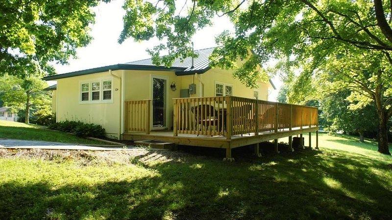 Cozy Cottage - Minutes from Attractions!, location de vacances à Sevierville