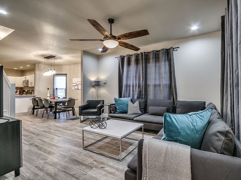 **BEST LOCATION IN HEART OF OKC** Completely Renovated 4Bed/2.5Bath, holiday rental in Oklahoma City
