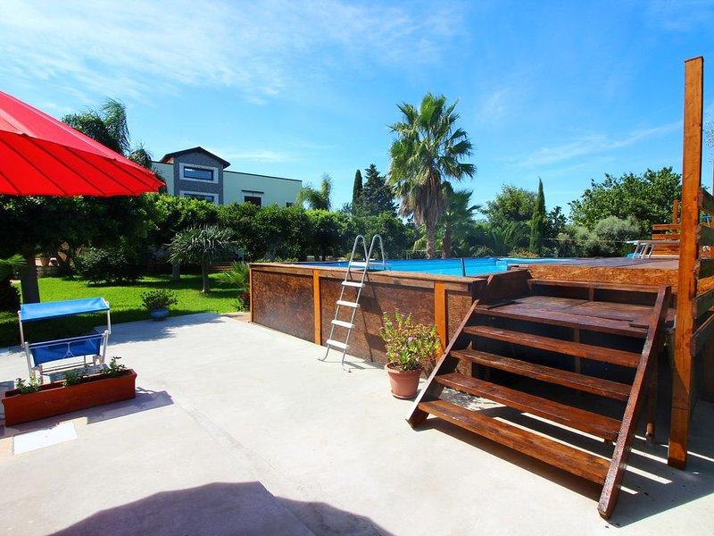 VILLA ESCLUSIVA IN ZONA TRANQUILLA – PISCINA PRIVATA - AMPIO GIARDINO, vacation rental in Priolo Gargallo
