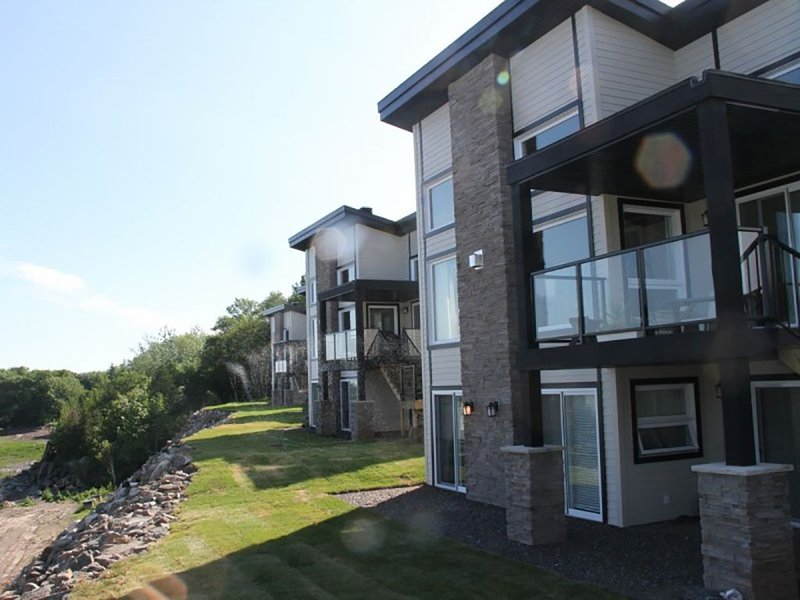 Vue incroyable sur le Fleuve, holiday rental in Chaudiere-Appalaches