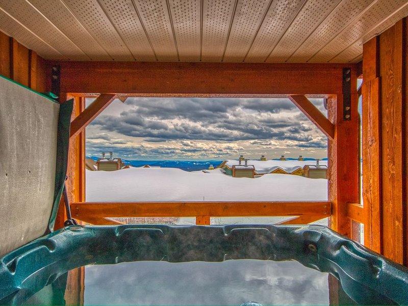 3BR 3 Bath townhouse-private hot tub, ski in skiout, location de vacances à Idabel Lake