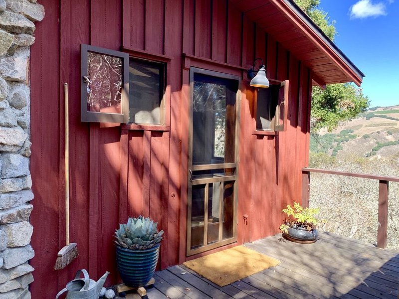 Forest Cabin nestled in oak sanctuary between Valley Village and Carmel Beach, alquiler de vacaciones en Carmel Valley