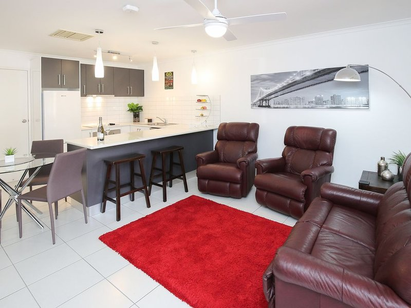 Newly renovated 2 x Queen Bedrooms, weekly service, central location, free wifi, holiday rental in Mildura