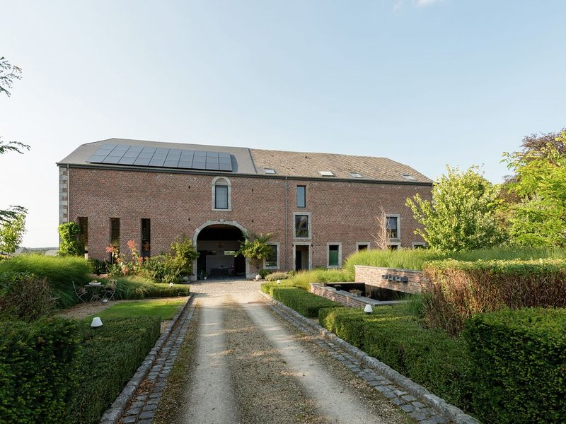 Magnificent character cottage with hot tub near Marche-en-Famenne, holiday rental in Marche-en-Famenne