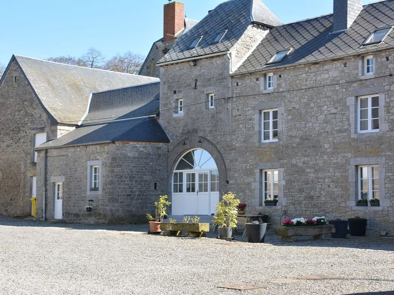 Annexe of a magnificent 17th-farm, tastefully renovated, in the country, vacation rental in Clavier
