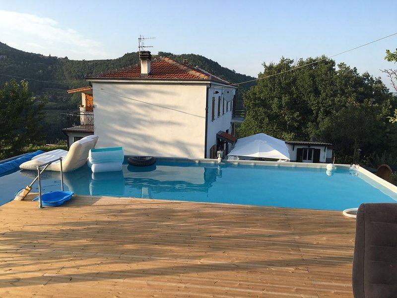 Casa Barisone, prachtig gelegen comfortabel vakantiehuis, ideaal voor 2 gezinnen, casa vacanza a Bistagno