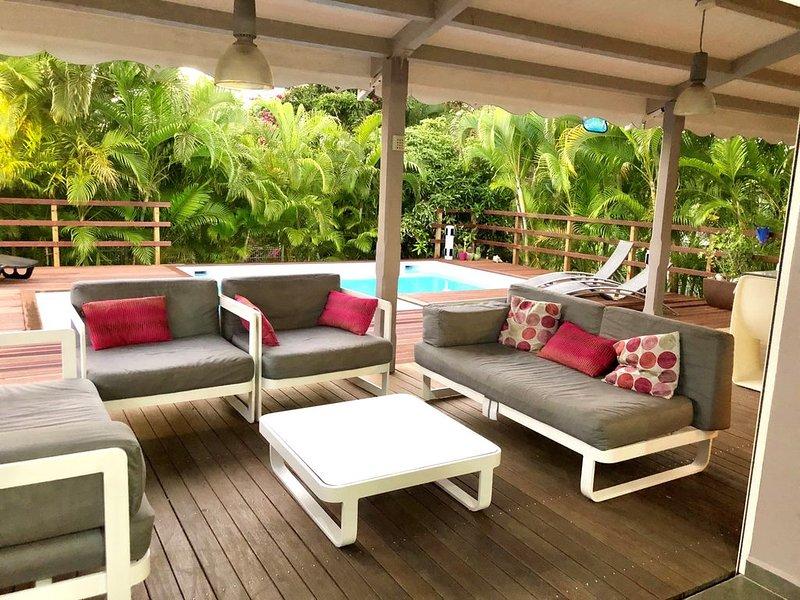 Villa de charme cosy et moderne à 5 minutes à pieds de la plage, holiday rental in Le Gosier