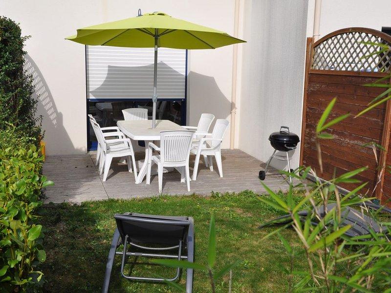 Maison avec jardin clos dans LE GOLFE DU MORBIHAN proche de la mer., location de vacances à Plougoumelen