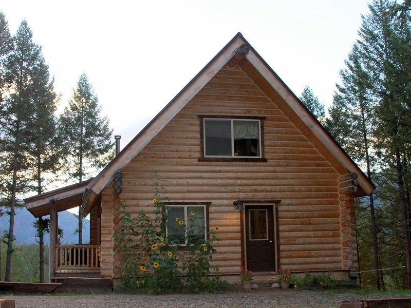 Jay and Jill's River Cabin (on the Clarkfork near Missoula), vacation rental in Arlee