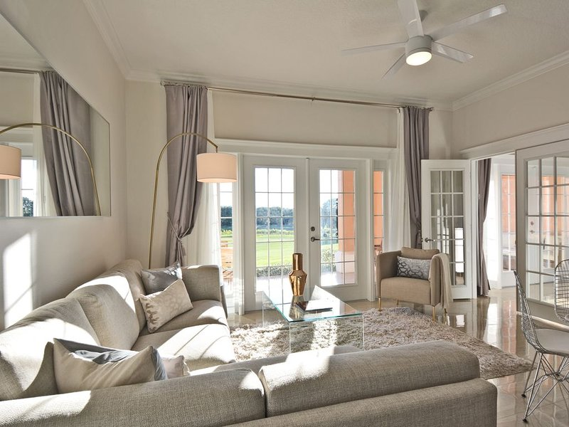 40% OFF: Style & Luxury with Stunning Views, X-Box/Star Wars Theme Room, holiday rental in Loughman