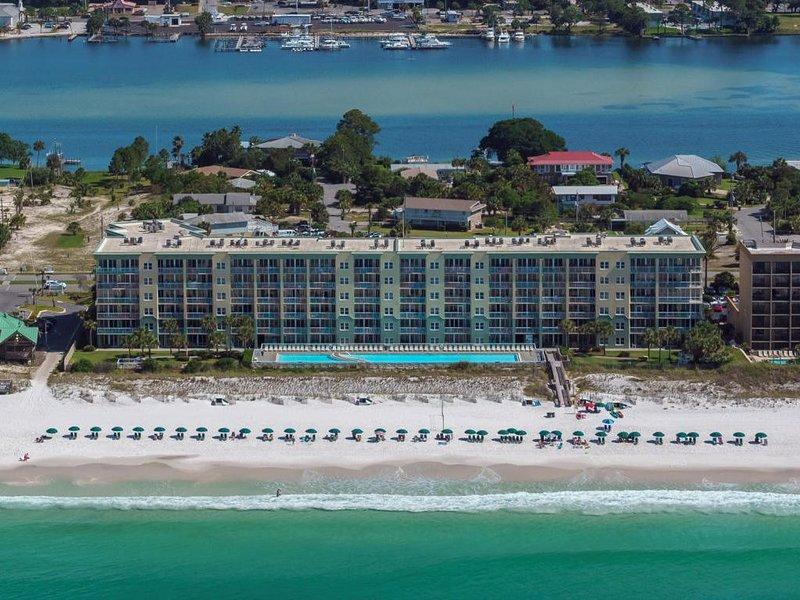 Make Memories! Beautiful Beachfront Condo - Incredible view right on the beach!, location de vacances à Fort Walton Beach