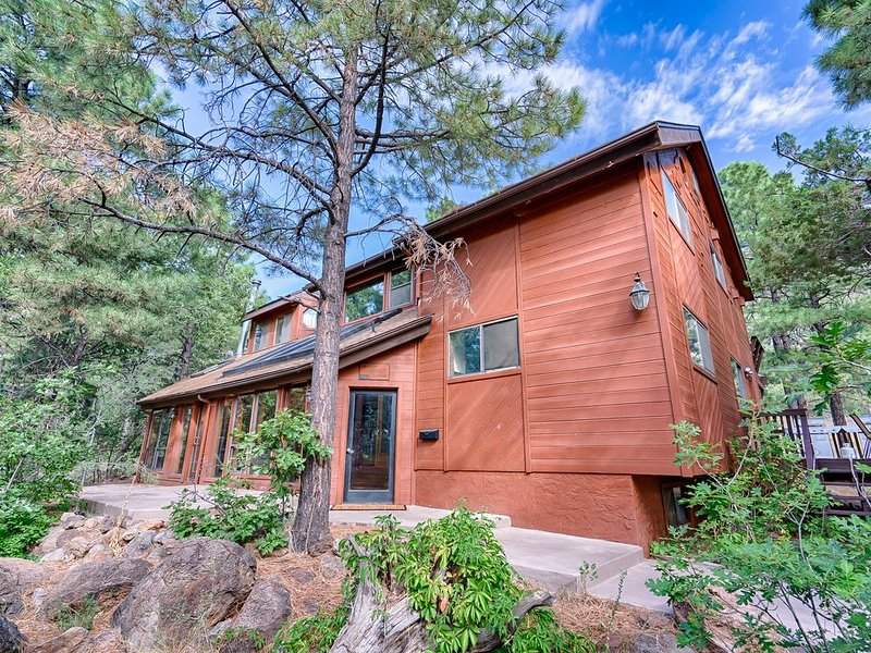 Ultimate Group Gathering Home II in Flagstaff for 16-20 guests, vacation rental in Flagstaff